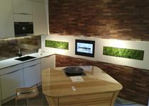 LCD Wandmodul in Küche mit Fernsehen und Android