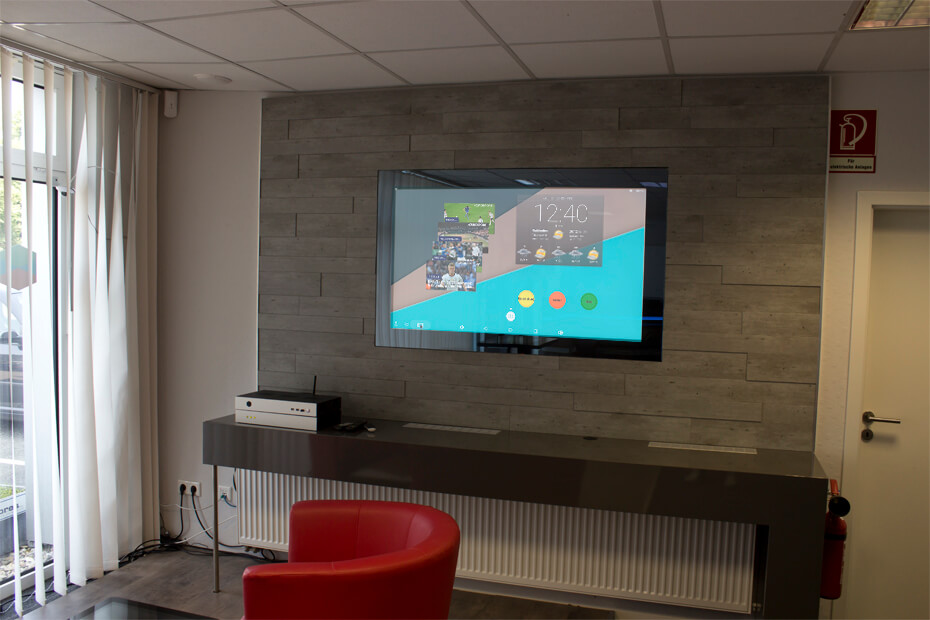 SMART VISION Nischenrückwand für die Küche mit 27 Zoll Display