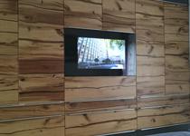 LCD mit TV und Fernsehen im Schlafzimmer