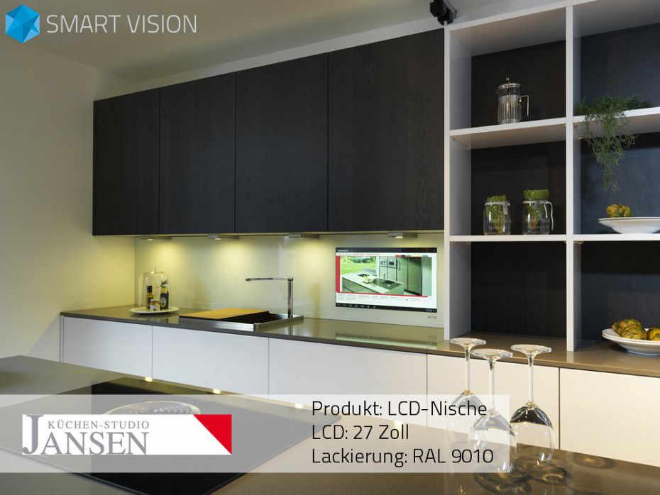 Nische mit Küchenrückwand aus Glas und integriertem LCD