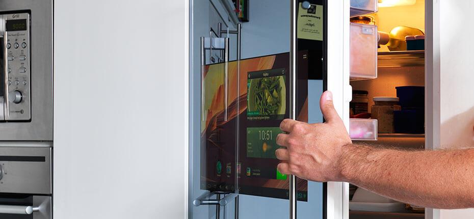 SMART VISION LCD-Display verbaut in einer Kühlschranktür