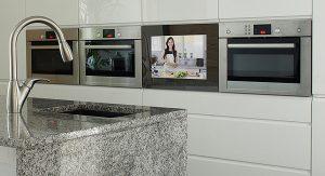 SMART VISION LCD-Tür integriert in der Küche