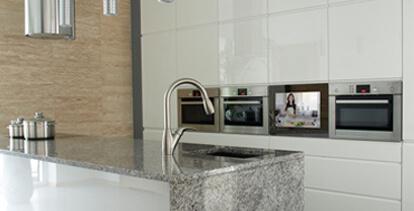 Türmodule mit LCD-Integration eignen sich für neue Küchen und zur nachträglichen Installation in bestehenden Küchen